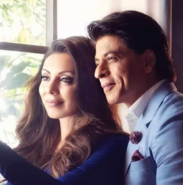 Shah Rukh Khan with his wife rmantic Photo