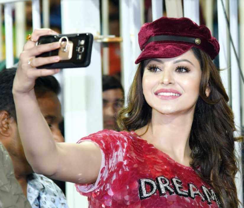 Urvashi Rautela Selfie Photo