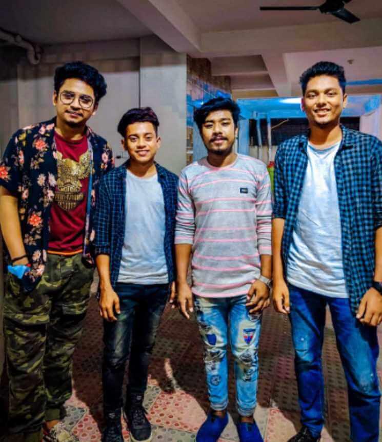 Samz Vai with his friends