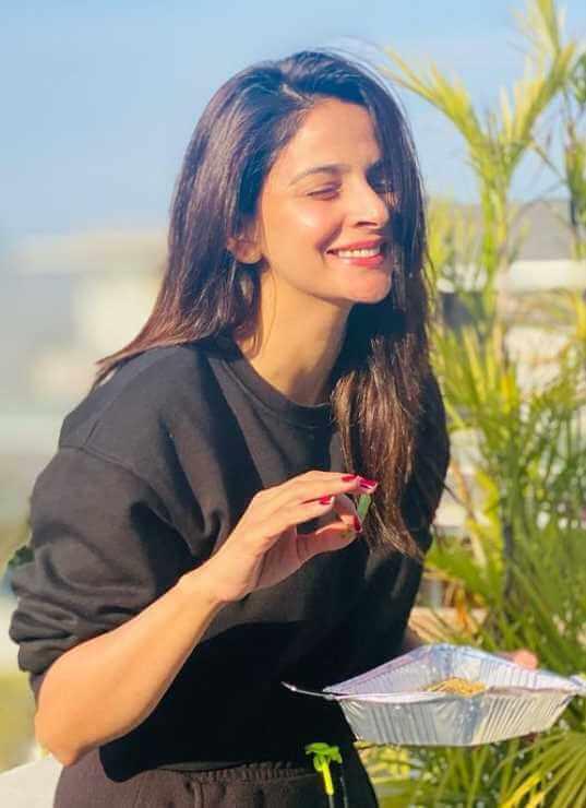 Saba Qamar with Foods