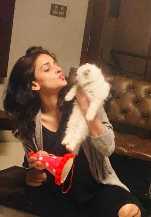 Saba Qamar with cat