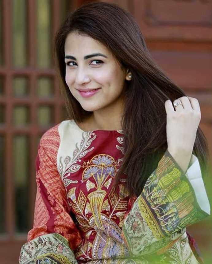 Ushna Shah Picture