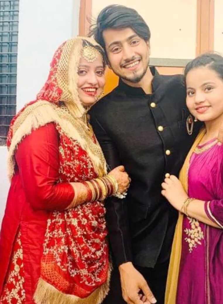 Mr. Faisu with his Sisters Photo