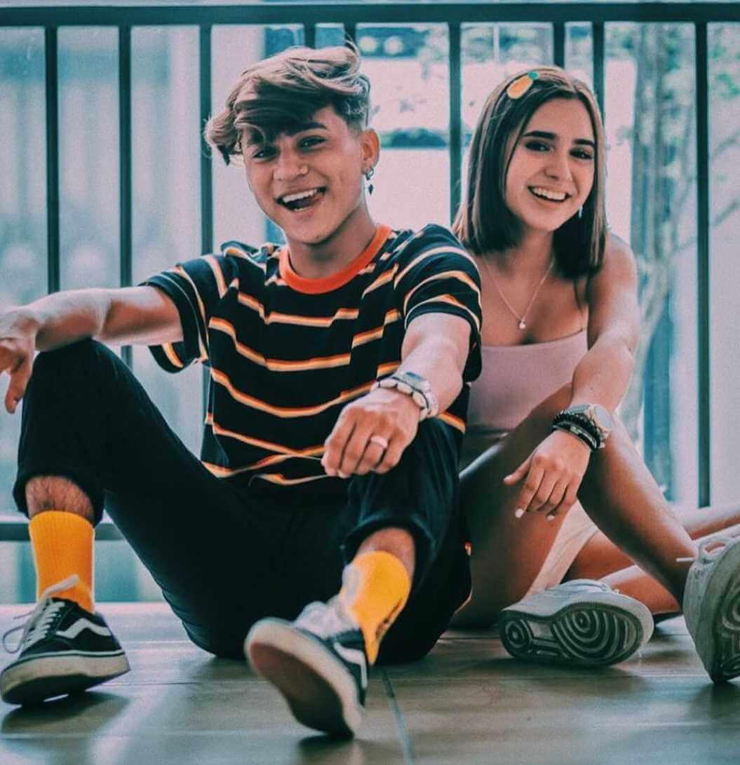 Rodrigo Contreras with his girlfriend Domelipa Photo