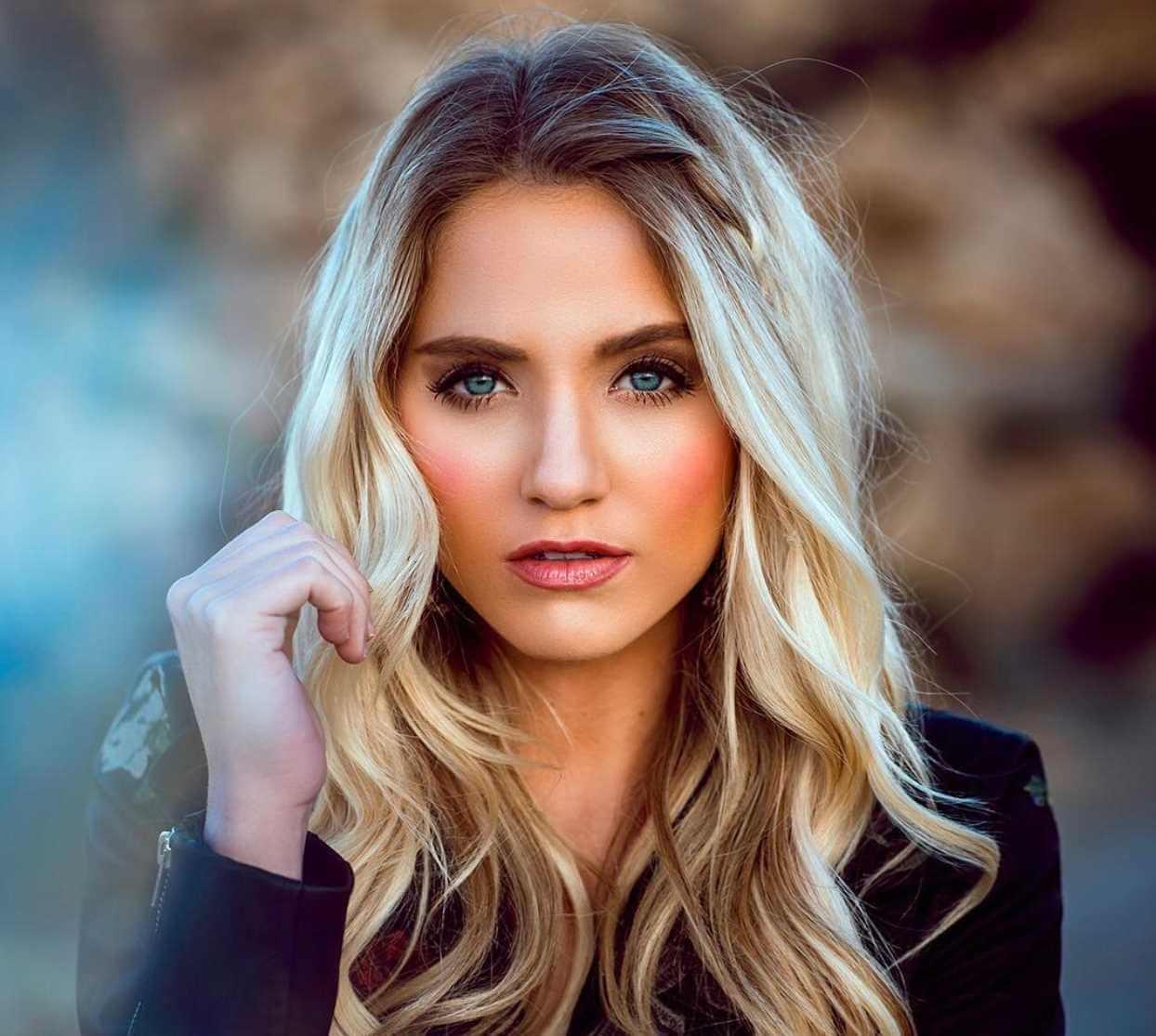 Savannah LaBrant Photo