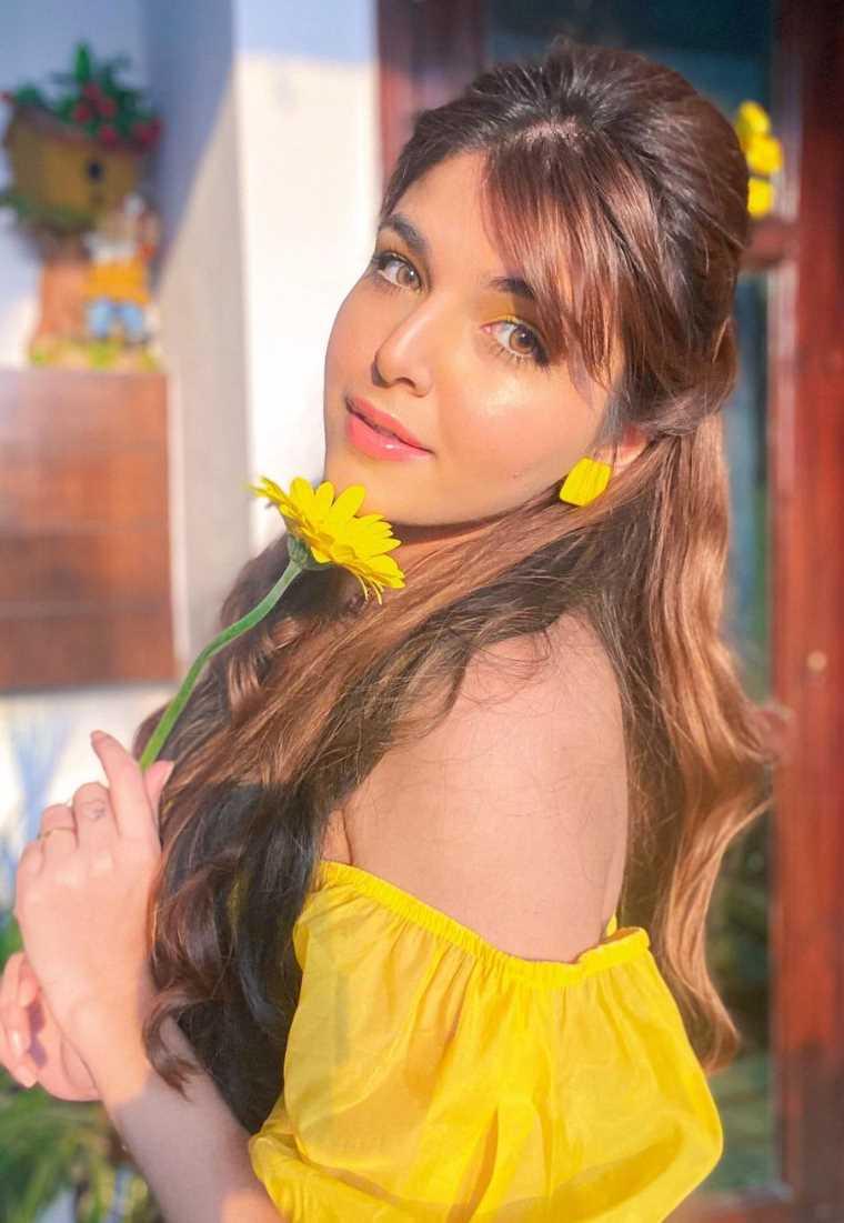Ashi Khanna Photos